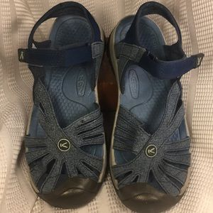 Keen leather/manmade almost new sandals